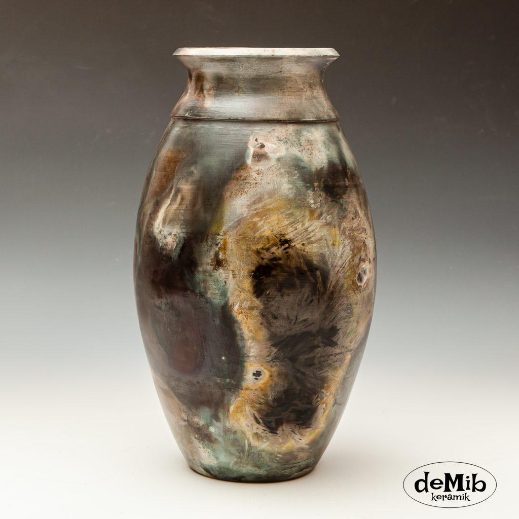 Høj Pitfire Vase med Spændende Mønstre