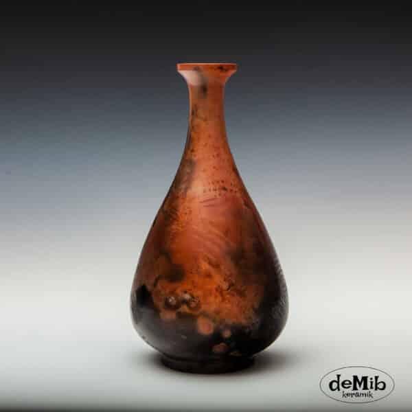 Slank pitfire vase i porcelæn